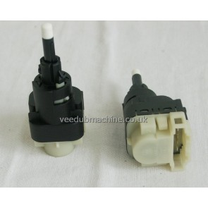 BRAKE LIGHT SWITCH A3 A4 A6 A8 Q7 ALTEA AROSA LEON OCTAVIA